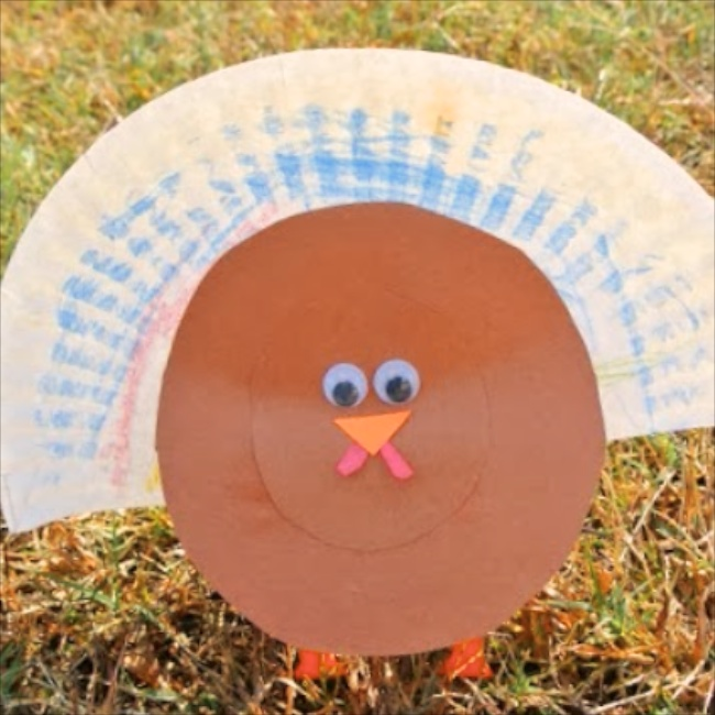 Paper Plate Turkey Craft via Frogs, Snails and Puppy Dog Tails