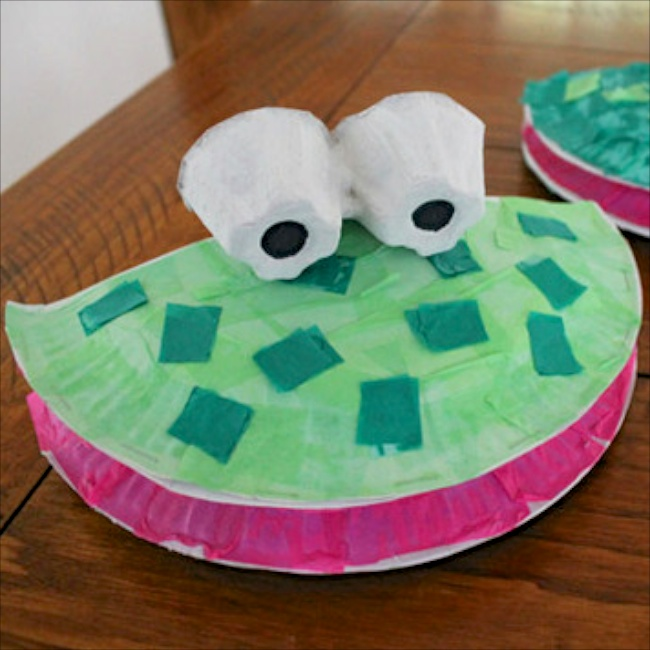 Paper Plate Froggy Puppets via The Craft Train